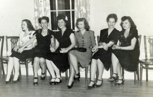 1940s wallflowers at a dance
