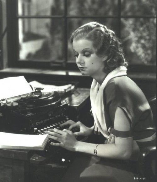 30s 40s woman gorgeous typing