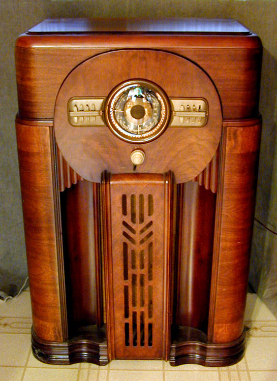 1940s Cabinet Radio Standing