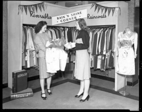 Vinage 40s dress shop two girls