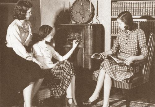 40s gals listening to vintage radio