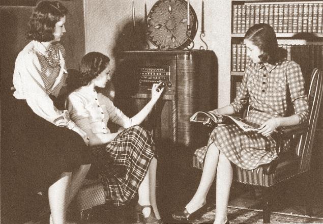 S Gals Listening To Radio on Jitterbug Line Dance
