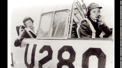 WWII WASPs in plane
