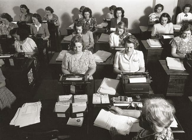 Vintage Typing Class 1930s 1940s The Girl In The